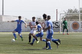 Imágenes del partido disputado ayer entre la Peña Deportiva y el Llosetense (Fotos: D. Espinosa)