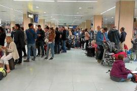 Un incendio obligó a paralizar todas las salidas del aeropuerto de Ibiza