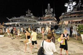 Los megayates del puerto de Ibiza pagan por sus amarres entre 650 y 25.000 euros al día
