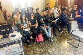 Una veintena de alumnos del IES Sa Serra conocen las interioridades de un juicio