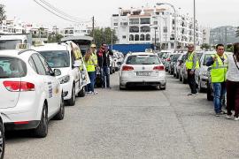 Alrededor de una veintena de taxistas exigen control de las VTC en Ibiza