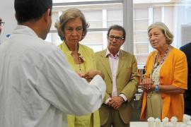 La mujer de Escribá busca 4 millones para un fármaco contra la parálisis