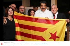 Maduro se fotografía con la estelada