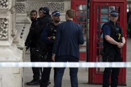 El detenido frente al Parlamento británico es sospechoso de planear un atentado