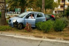 Aparatoso accidente en el paseo de Sant Antoni por la temeridad de un conductor