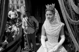Profanan la tumba en París de la actriz Romy Schneider