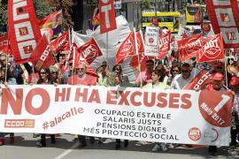 Los manifestantes del 1º de Mayo exigen subidas salariales y recuperar derechos