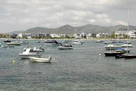 Talamanca seguirá este verano sin control de fondeos y ses Figueretes, sin baños públicos