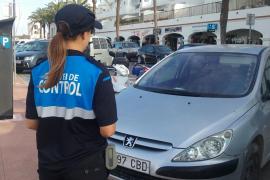 Inicio del horario de verano en el aparcamiento regulado de La Savina