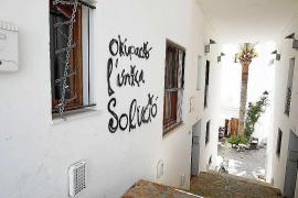 Vila demanda por vía penal a los okupas de los pisos de Dalt Vila