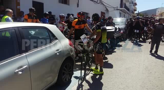 Más de medio millar de ciclistas acompañan a la familia de Dani Viñals en un sentido homenaje