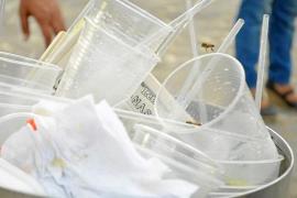 El Govern prohibirá la venta de vasos y platos de plástico a partir de 2020