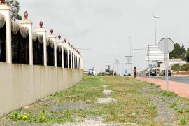 Los vecinos de Sant Rafael denuncian la invasión del espacio público de la finca Los Olivos