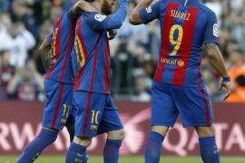 Messi, Neymar y Luis Suárez mantienen firme al Barça