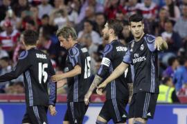 Plácido paseo del Real Madrid en Granada