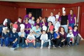 Fin de semana de 'campamento' para los niños de Apneef en Cala de Bou