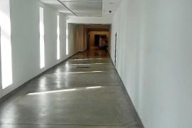 Los fallecidos en Can Misses comparten rampa y pasillo con los carros de comida
