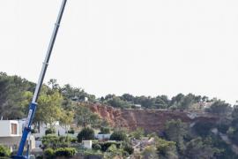 Costas inicia la demolición de las casetas varadero de Porroig