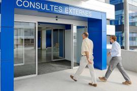 El 50% de los servicios de consultas externas de Can Misses hacen horas extra para bajar la lista de espera