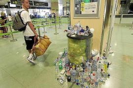 El personal de limpieza del Consell cubre con horas extra a trabajadores que hacen huelga