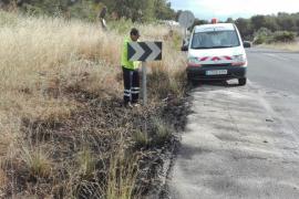 Una pareja huye a tiempo del aparatoso incendio de su coche en Santa Eulària