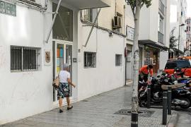 Vecinos del futuro albergue de Vila tildan de «tomadura de pelo» el anuncio del derribo