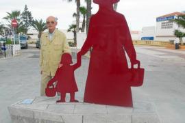 Una escultura en acero corten de una payesa para Santa Eulària