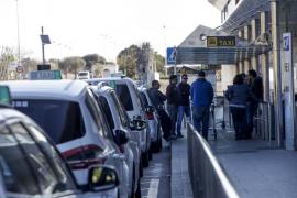 Doce inspectores vigilarán este verano la oferta de taxis pirata en el aeropuerto de Ibiza