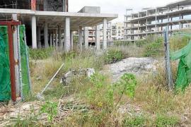 Vecinos de Cala de Bou denuncian la proliferación de okupas en lo que antes iba a ser un hotel de 5 estrellas