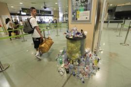 Los trabajadores de limpieza del aeropuerto inician una huelga indefinida por impagos