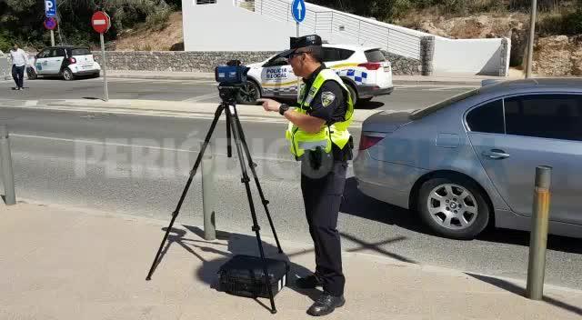 La Policía Local de Santa Eulària adquiere un radar de mano para combatir la siniestralidad