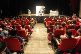Más de 600 escolares escuchan 'Un Quixot de cine'