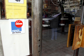 Los bares y restaurantes de Balears reducen un 25 por ciento sus ingresos por la Ley Antitabaco