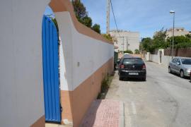 Imágenes del albergue pirata en Sant Antoni en el que viven hacinadas 100 personas
