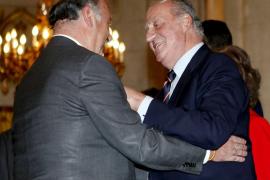 El Rey concede a Del Bosque y Vargas Llosa el título de marqués