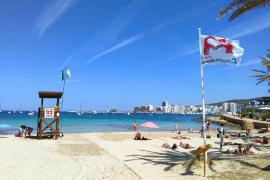 Sant Antoni inicia el servicio de socorrismo en las playas con 15 efectivos