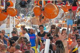 Ocean Beach Ibiza le da su particular bienvenida a la temporada 2017