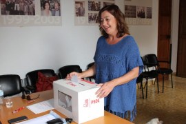 Armengol dice que el PSOE de Sánchez es capaz de entender «cómo es España», con «diferentes nacionalidades y naciones»