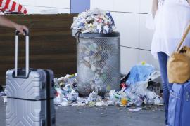 Limpieza intensiva de la terminal de es Codolar tras el fin de la huelga