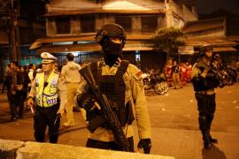 Al menos cinco muertos y diez heridos en un atentado bomba suicida en Indonesia
