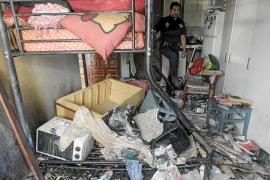 Detenida la madre de una niña de 9 años que escapó de un incendio en una infravivienda de Sant Antoni