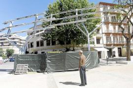 Vila no retirará el árbol solar pese a las dudas de la oposición sobre su legalidad