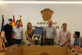 Recibimiento al Puchi en el Ayuntamiento de Santa Eulària tras lograr el ascenso a la Liga Loterías