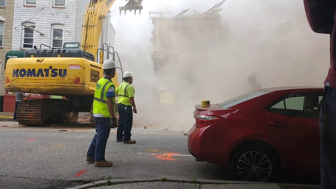Unos trabajos de demolición derriban por error un edificio colindante
