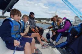Más de 500 escolares han disfrutado del mar con el CNSA