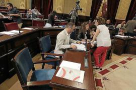 Pleno 'de riesgo' en el Parlament: turismo, contratos y Guerra Civil