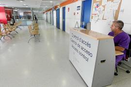 La oposición acorrala a Gómez por la falta de médicos en Urgencias de Can Misses