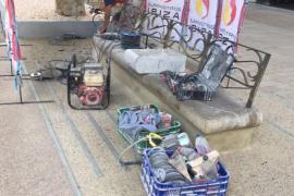 Comienzan los trabajos de rehabilitación de los bancos del paseo Vara de Rey