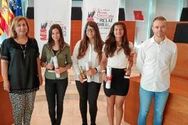 Noelia Marí y Sofía Roig, ganadoras de los certámenes literarios de Coca-Cola