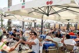 La llegada de turistas en el mes de abril aumenta un 24,5% en las Pitiusas